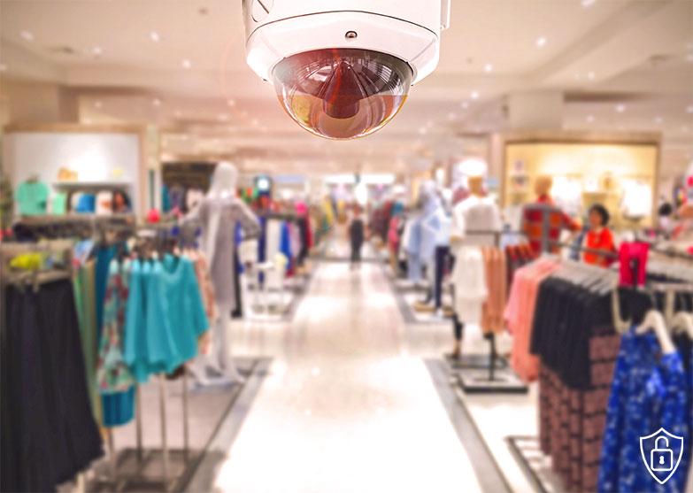 Caméra de vidéosurveillance dans un magasin de prêt à porter